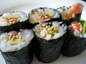 440px-Homemade_sushi_rolls,_2009